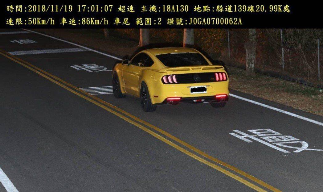 彰化警方在縣道139線21k處設置的固定桿測速器,半年開出3403張罰單,也捕獲...