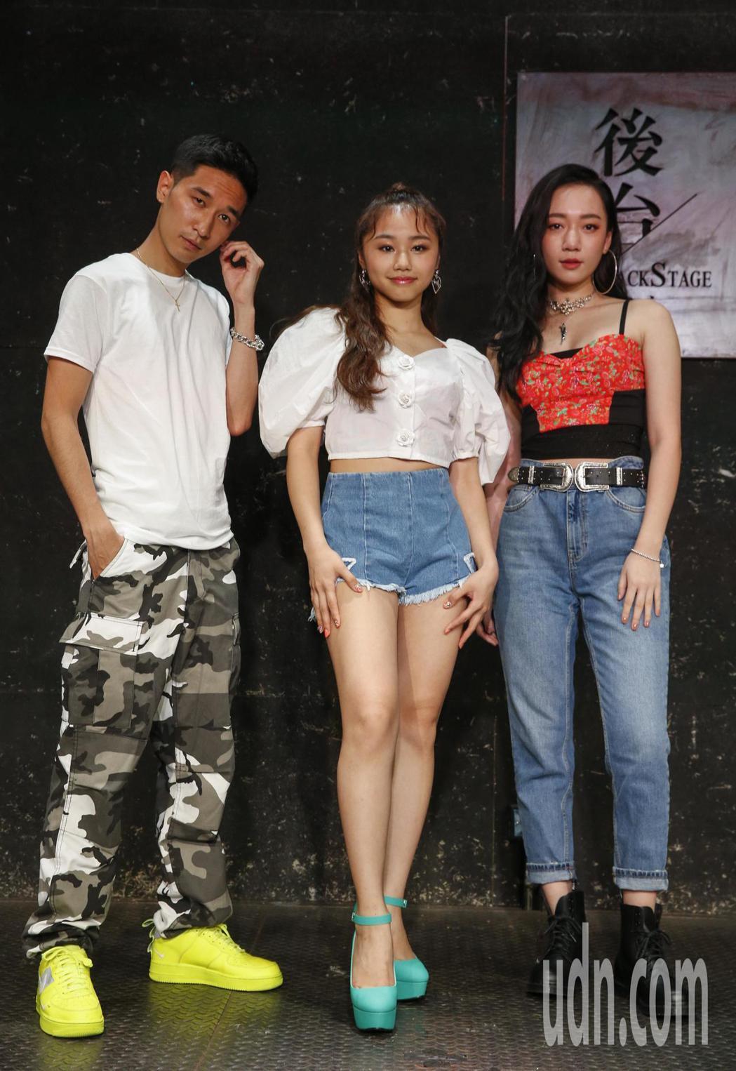 日本新生代音樂人KEIJU(左起)、RIRI和新生代歌手吳卓源下午在台大後台咖啡...