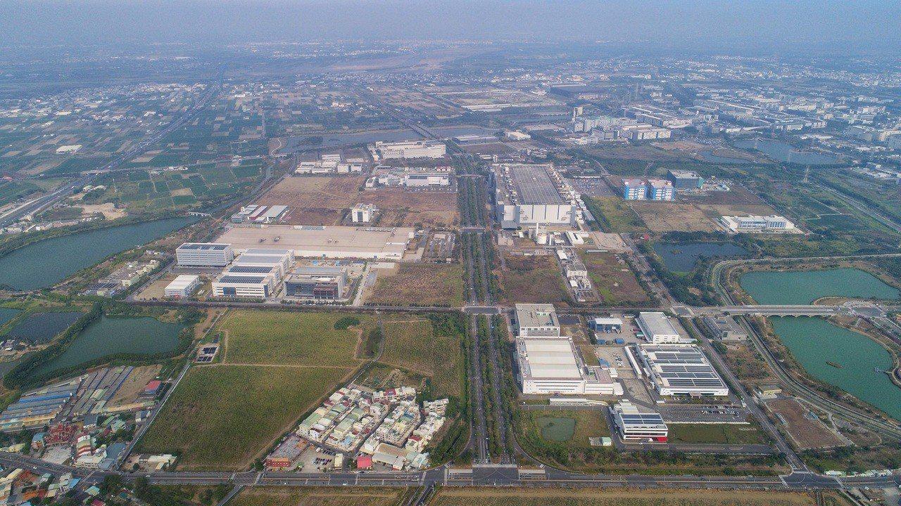 台商回台效應,新增2家廠商投資台南逾150億,圖為落腳之一的樹谷園區鳥瞰圖。圖/...