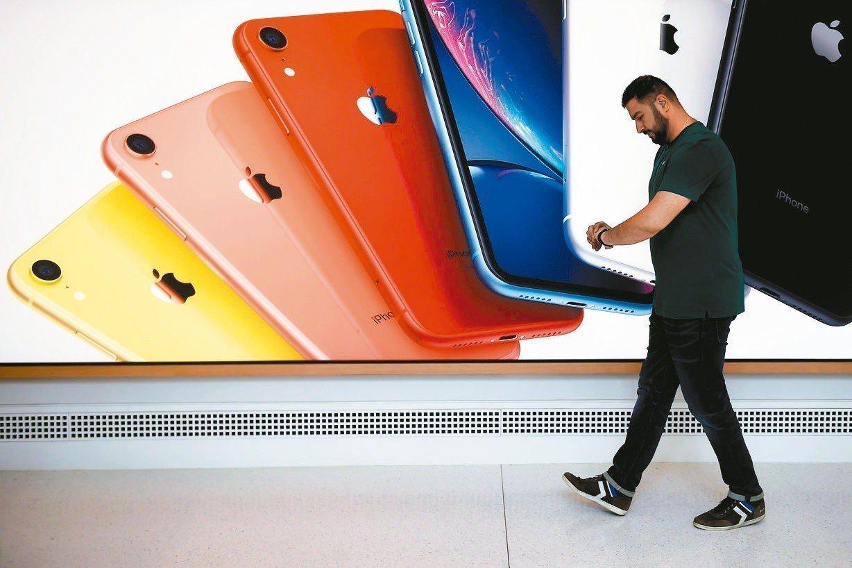蘋果公司(Apple)今天推出iOS 12.4軟體更新,加入iPhone移轉的功...