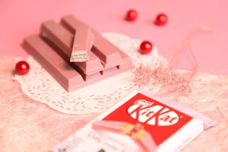 KitKat Ruby搶先於7-Eleven城市櫻花季獨家開賣,當時一股「粉色風...