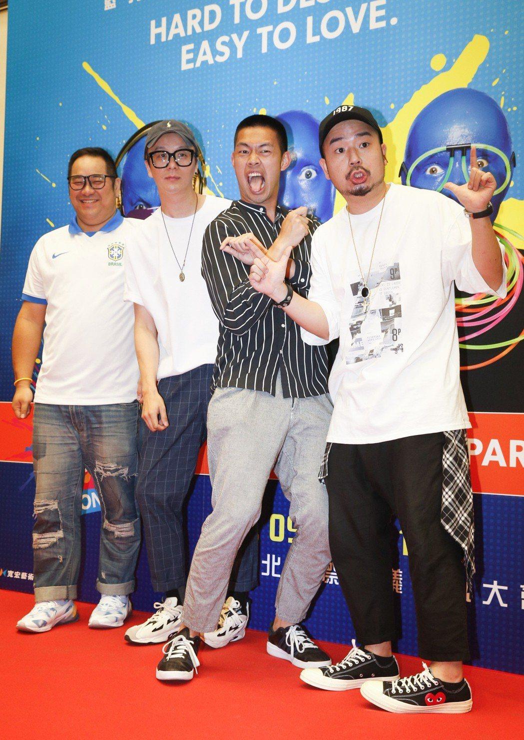 阿達(右起)、陳大天、廖人帥與友人。記者鄭超文/攝影