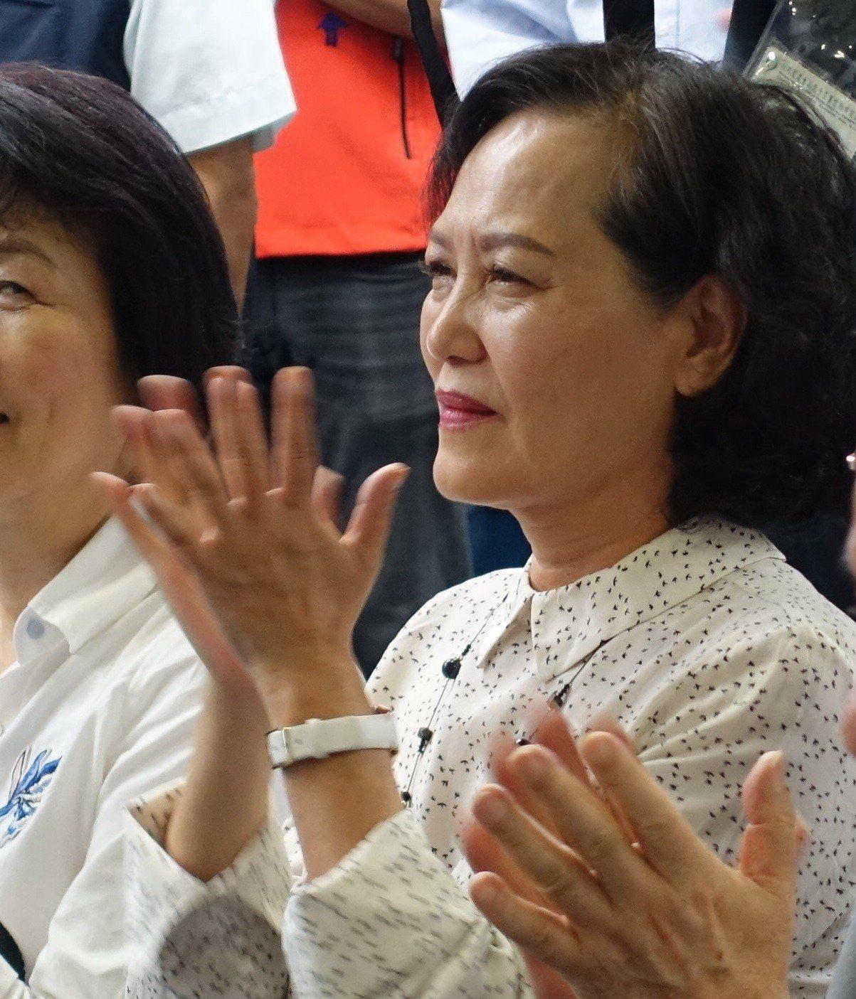 立法院長夫人洪恆珠傳出有意參選立委,她今晚說希望參選,但還在考慮。圖/本報資料照
