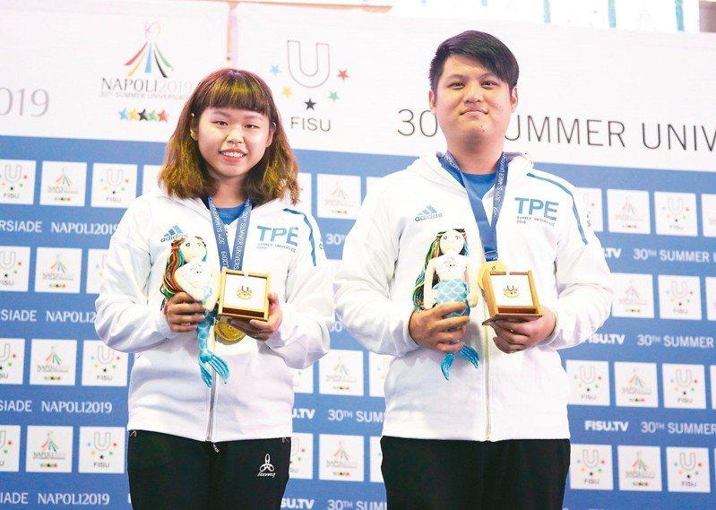 余艾玟(左起)、郭冠廷摘金。 圖/大專體總提供