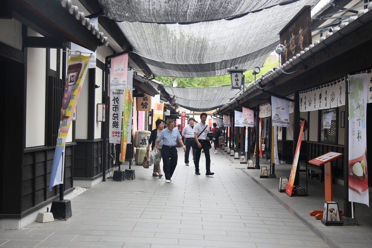 熊本城往下方走可以到櫻之馬城彩苑。 記者魏妤庭/攝影