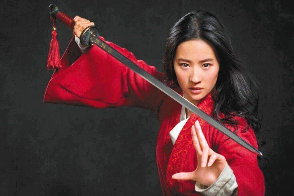 劉亦菲主演「花木蘭」,有多場精采的戰爭動作戲。 圖/迪士尼提供