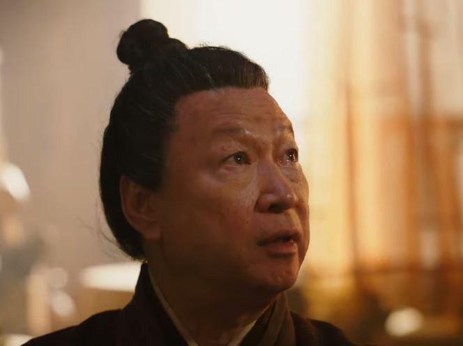 飾演木蘭父親的演員因為長相神似習近平,意外掀起網友討論。 (YouTube截圖)