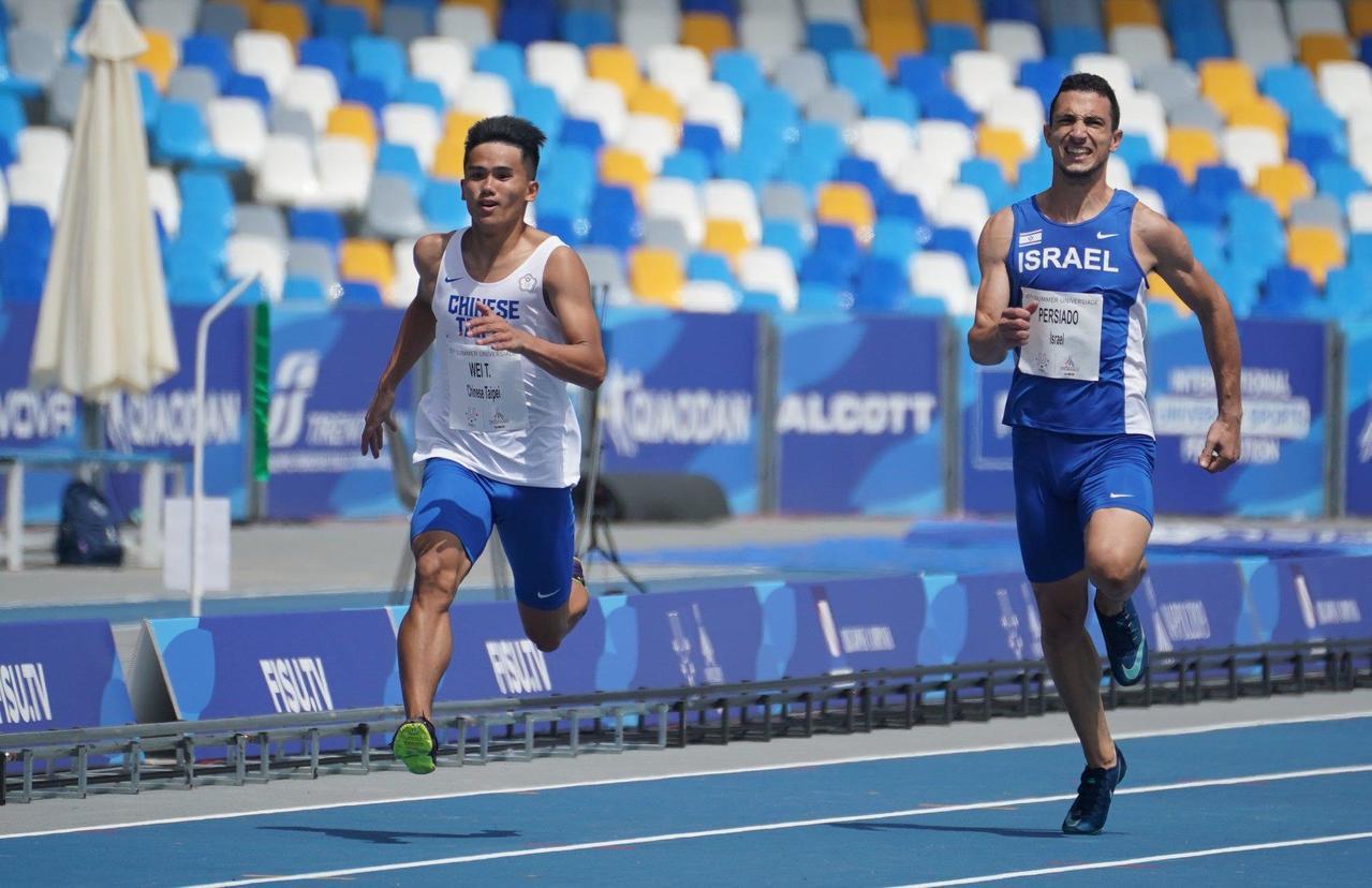 魏泰陞(左)也晉級200公尺準決賽。 圖/大專體總提供