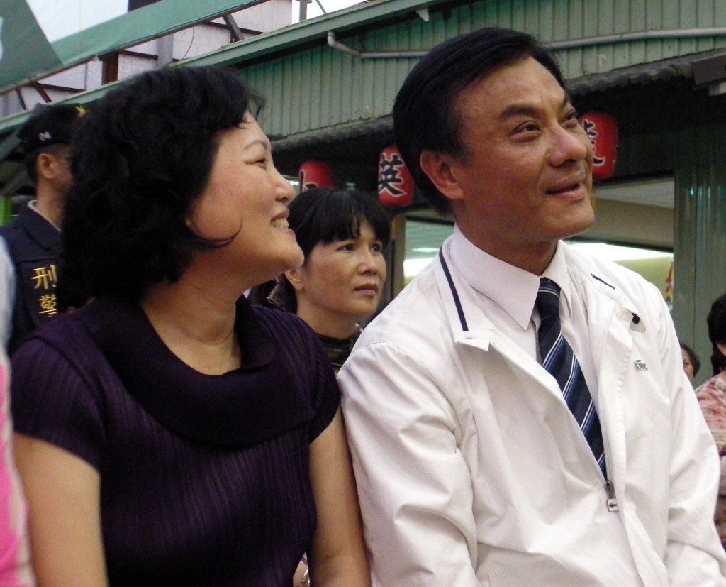 蘇嘉全(右)和太太洪恆珠。 聯合報系資料照片/記者楊濡嘉攝影