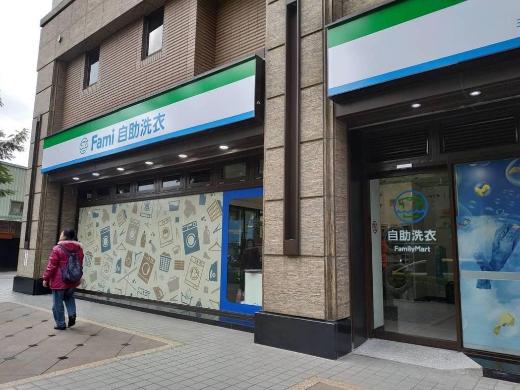 全家這幾年積極布局複合店,打造更多收入來源,6月營收創下歷史新高。 記者何秀玲/...