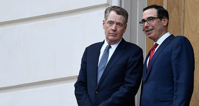 美貿易代表賴海哲(左)與財政部長米努勤。美聯社