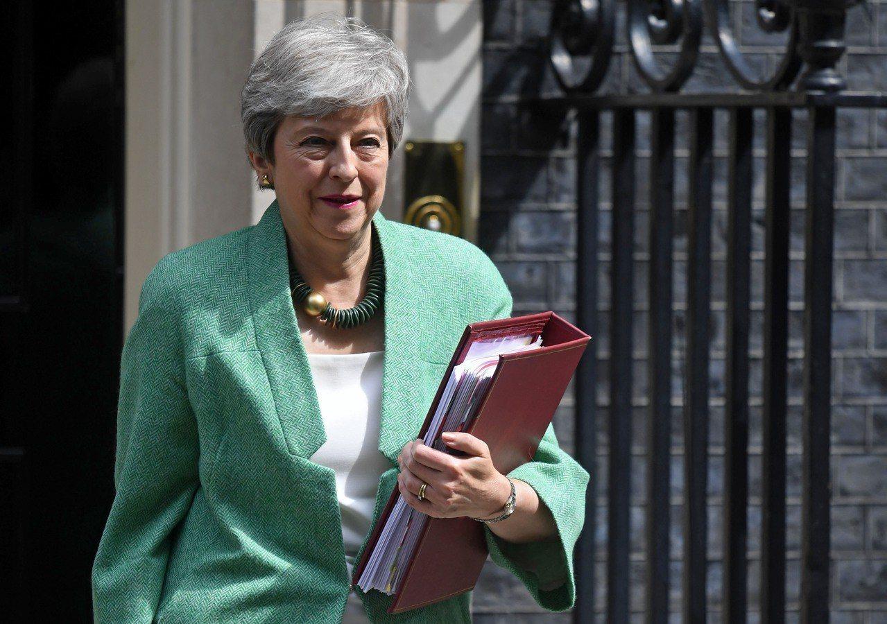 將卸任的英國首相梅伊日前在談話中再次呼籲北京當局遵守「中英聯合聲明」處理香港事務...