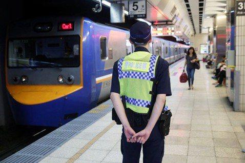 鐵路刺警案:全副武裝提高見警率,是反應過度還是痛定思痛?