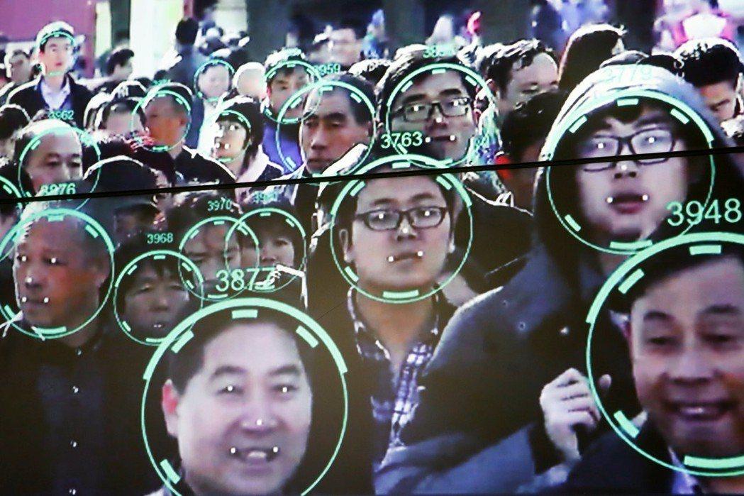 2018年的中國國際社會公共安全產品博覽會,展示了臉孔辨識系統。 圖/路透社