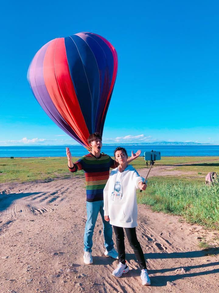 賈靜雯與修杰楷因為工作來到青海湖。 圖/擷自賈靜雯臉書