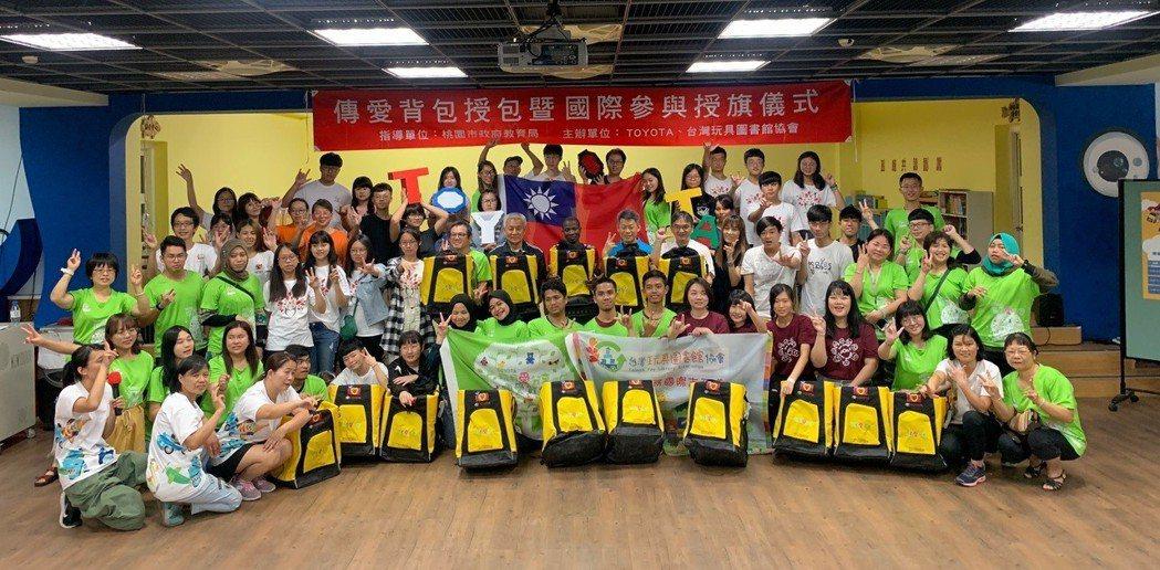 Toyota與台灣玩具圖書館協會招募超過60組的志工團隊,除走訪台灣外,更遠赴柬...