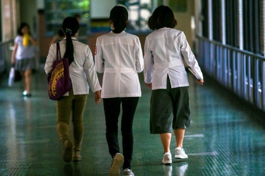 醫院有人力短缺的危機和穩定值班的需求,而女性則背負著晚婚晚育的罵名,承擔來自長輩夫家的壓力。 圖/聯合報系資料照