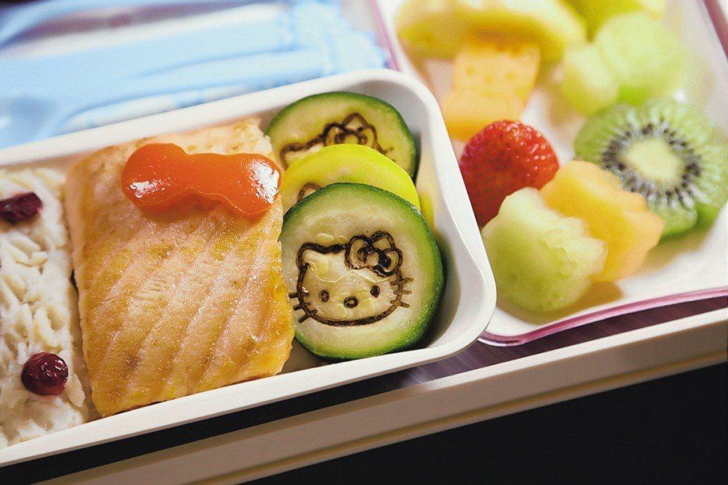 長榮航空Hello kitty機上經濟艙餐點。 圖片來源/長榮航空