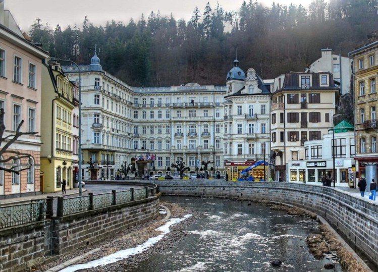 電影中的飯店並非在匈牙利,而是參照捷克的普普大飯店所建造出的。圖/ Wikime...