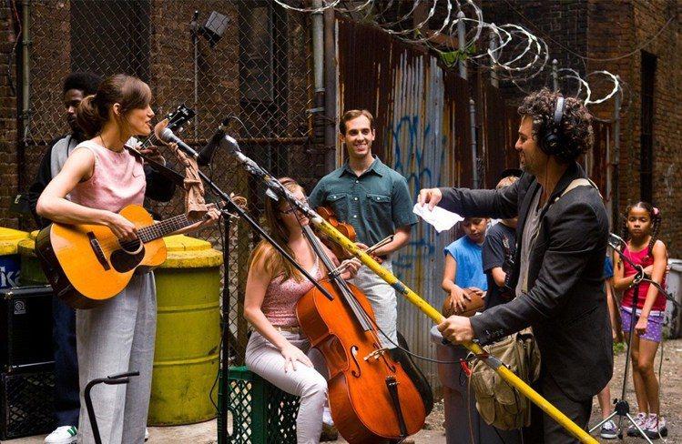 《曼哈頓戀習曲》中呈現了紐約街頭繽紛多元的風貌。圖/Begin Again電影官...