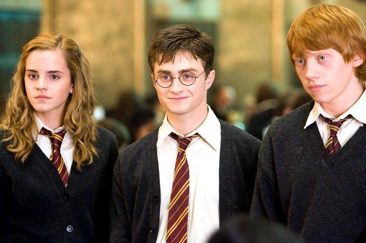 《哈利波特》系列電影讓全球戲迷跟著三位童星一路成長。圖/popsugar,女子學...