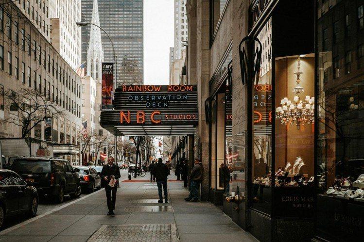 下次來到紐約,不妨戴上耳機聽著劇中原聲帶,感受片中的浪漫氛圍。圖/flickr,...