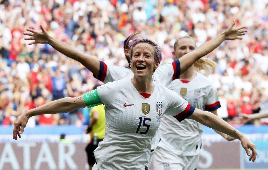 本屆女子世界盃足球賽,美國隊長之一的拉皮諾(Megan Rapinoe),絕對是場內與場外的焦點人物。 圖/路透社
