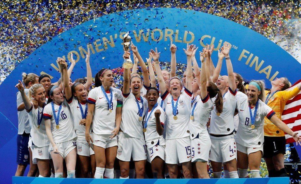 本屆國際足總頒予女子世界盃冠軍隊獎金400萬美元,但2018年男子世界盃冠軍法國隊,全隊上下共拿到3,800萬美元獎金。 圖/路透社
