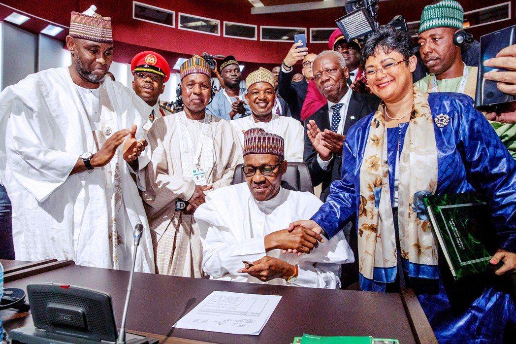 7日,在尼日舉辦的非洲聯盟峰會上,奈及利亞總統簽署協定,加入AfCFTA行列。 ...
