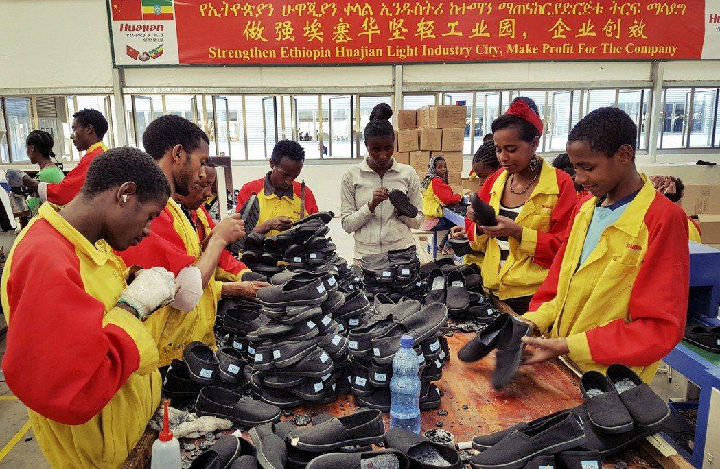 衣索比亞的中資製鞋工廠,圖中的華堅集團是中國最大的女鞋生產商之一。 圖/美聯社