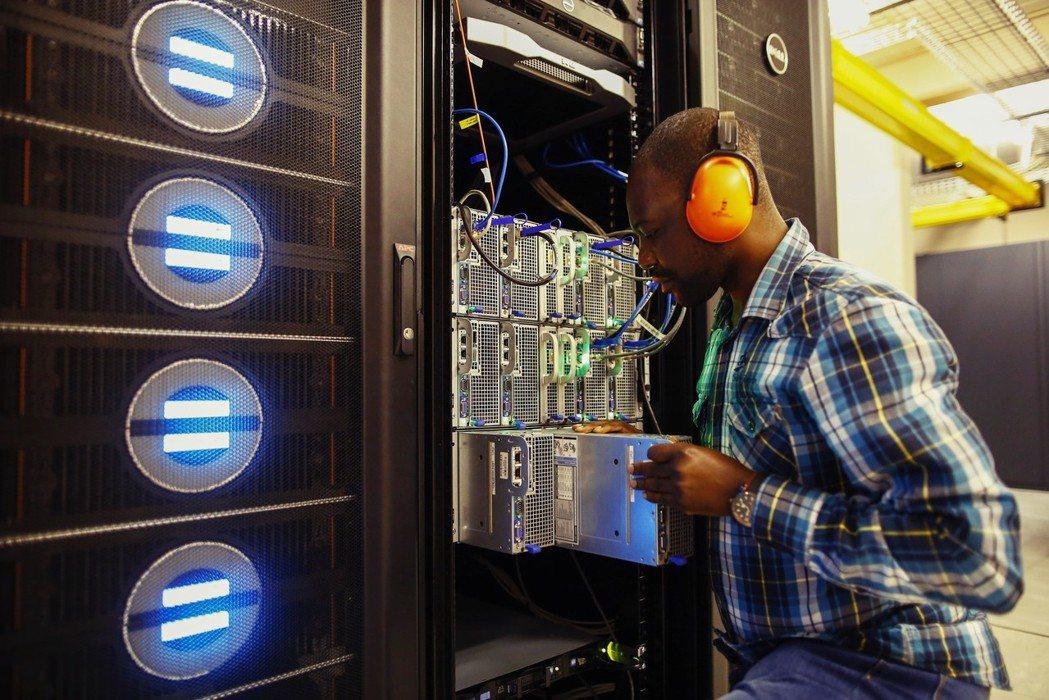 非洲ICT的基礎建設仍嫌不足,關鍵在於如何吸引網路、電纜等供應商進行投資。 圖/...