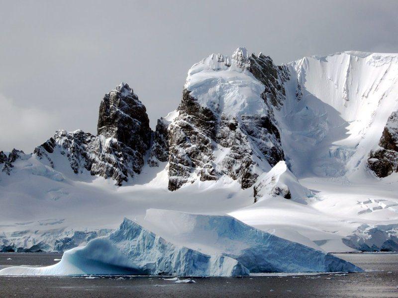 南極冰川主要與陸地連接。(Photo by David Stanley on F...