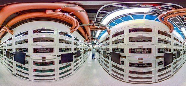 桃園鴻佰科技廠內,伺服器製造的製程,多數自動化程度高。 (邱劍英攝)
