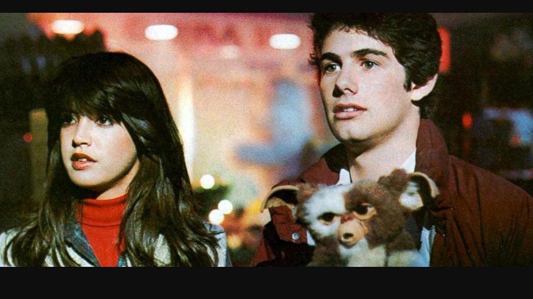 菲比凱絲在「小精靈」的純情模樣也很討觀眾喜愛。圖/摘自imdb