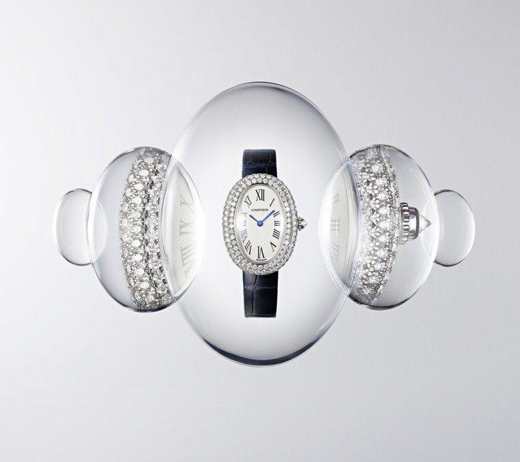 BAIGNOIRE白K金鋪鑲鑽石腕表小型款,96萬元。圖/卡地亞提供