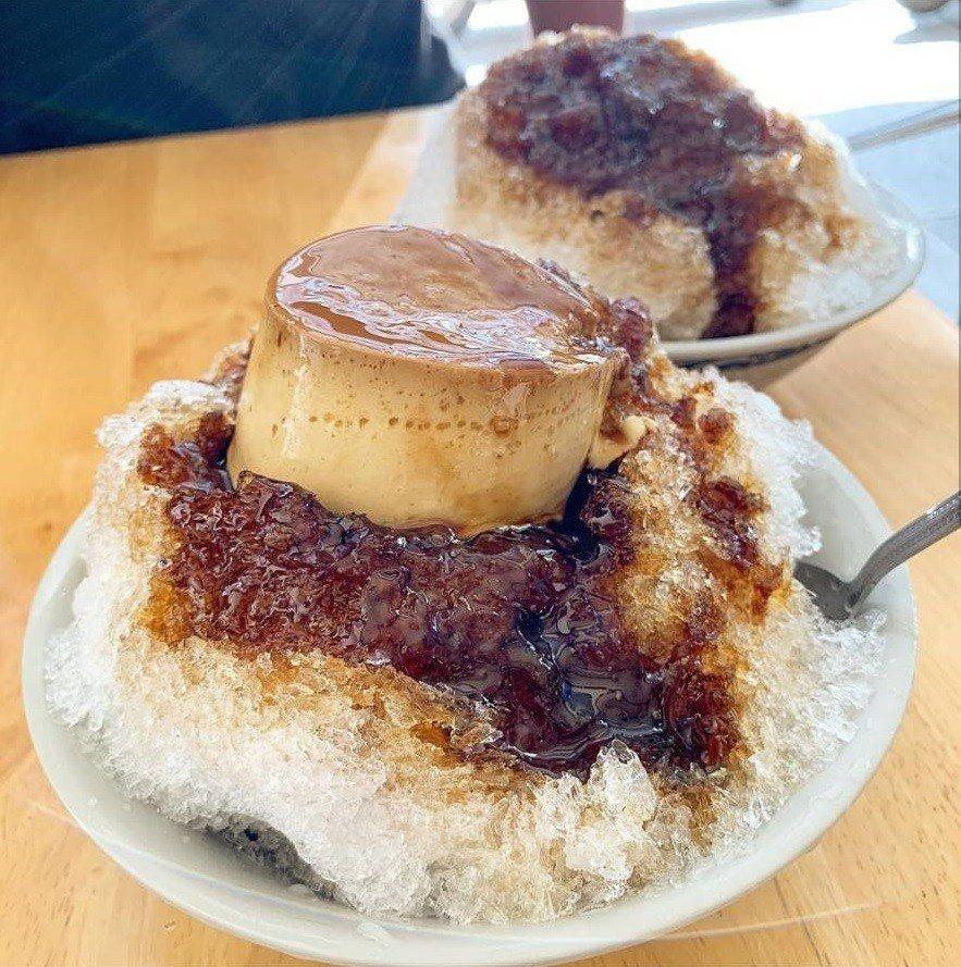 黑砂糖剉冰加布丁,扣在冰上很美味。圖/IG licami82、太陽的美食日常FB...