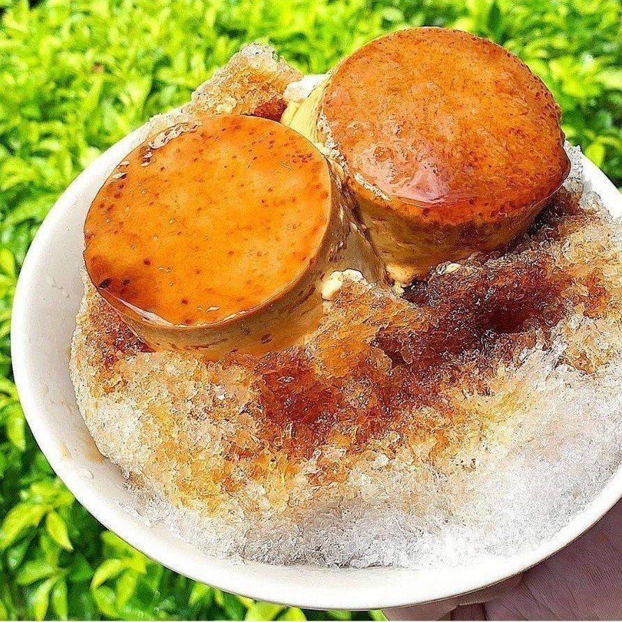 古早味剉冰一口氣加兩顆布丁,吃得更過癮。圖/IG iamirenesu提供