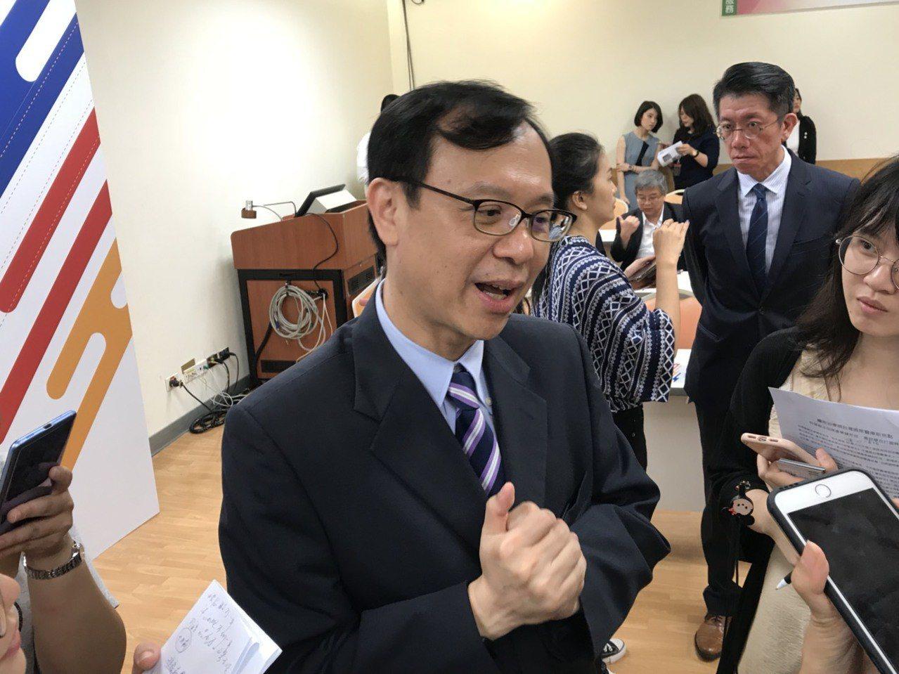 醫事司司長石崇良表示,目前特管辦法已有57案申請,三總、中國附醫兩家已通過核准外...