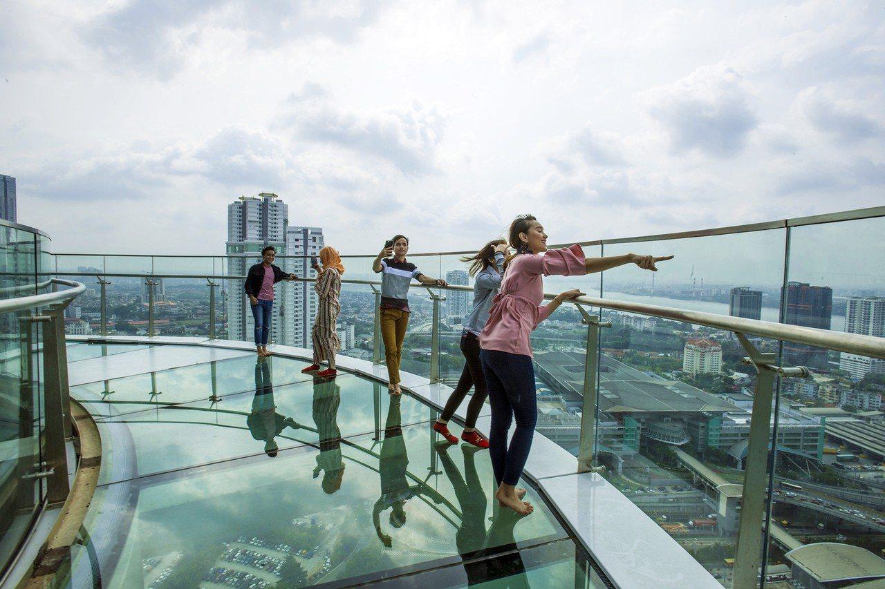 Skyscape是柔佛州首座空中娛樂空間,最大特色是高34樓的「空中步道」。圖/...