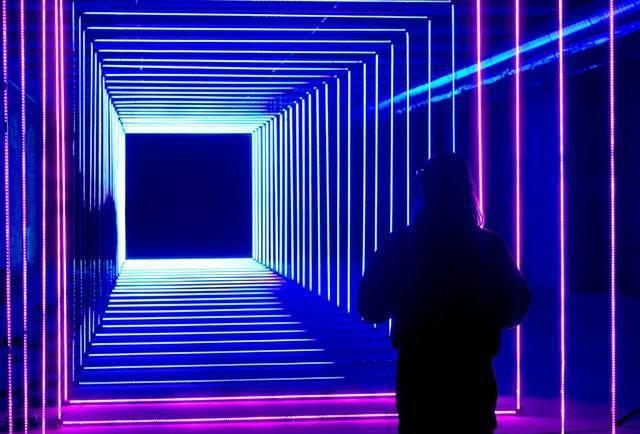 Skyscape觀景台同步提供時下最流行的VR遊戲、以及LED隧道。圖/馬來西亞...