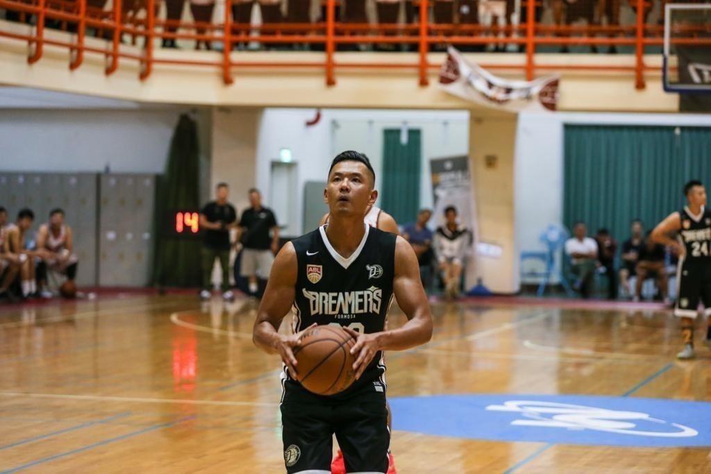 陳建州這生最愛的就是籃球,一路從球員到演藝人員,最後竟當了瓊斯盃領隊。圖/陳建州