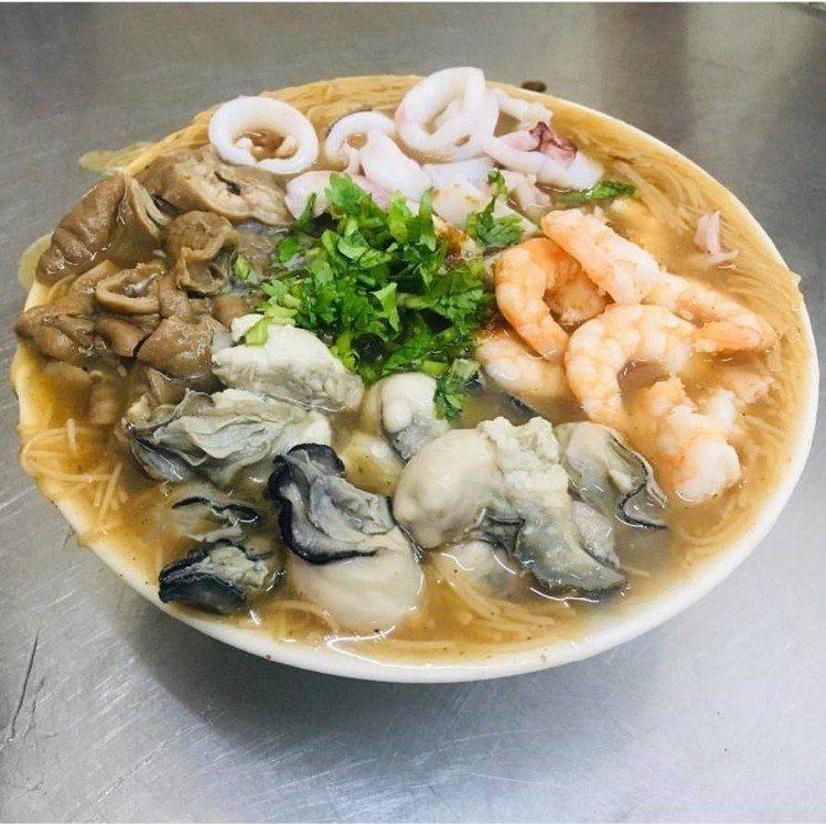 大腸蝦仁蚵仔小卷麵線(小碗)。圖/IG@tt60302提供