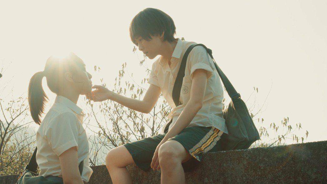 吳可熙(右)、宋芸樺飾演超越友情的閨蜜。圖/岸上影像有限公司提供