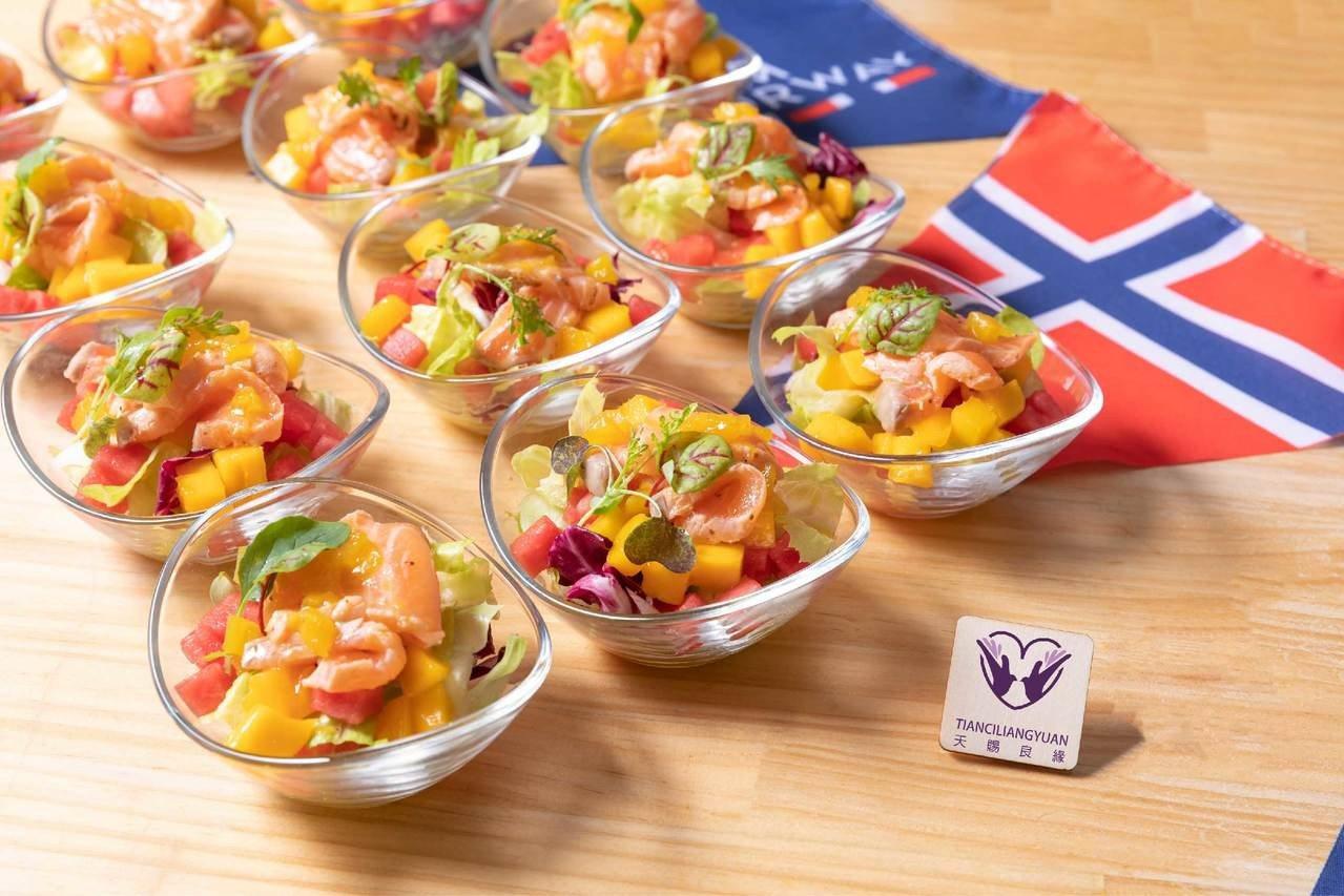 天賜良緣百匯推出夏日鮭魚沙拉。圖/業者提供