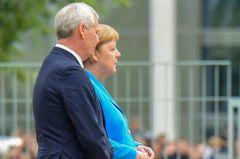 德國總理梅克爾全身顫抖 一個月來第三次