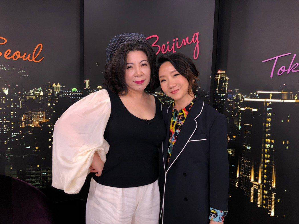 陶晶瑩(陶子)今錄陳文茜的Yahoo TV直播節目「茜問」。圖/Yahoo TV