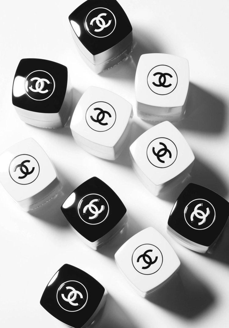 香奈兒利用黑、白,注入設計的時尚靈魂與時代穿越。圖/香奈兒提供
