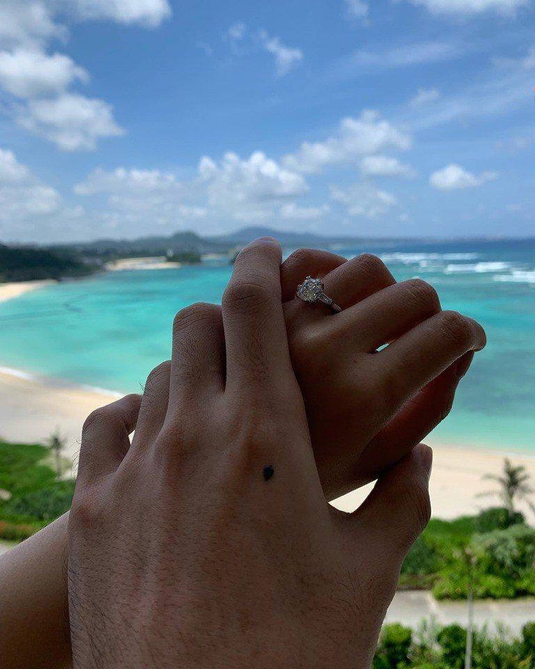李榮浩求婚成功。圖/擷自臉書