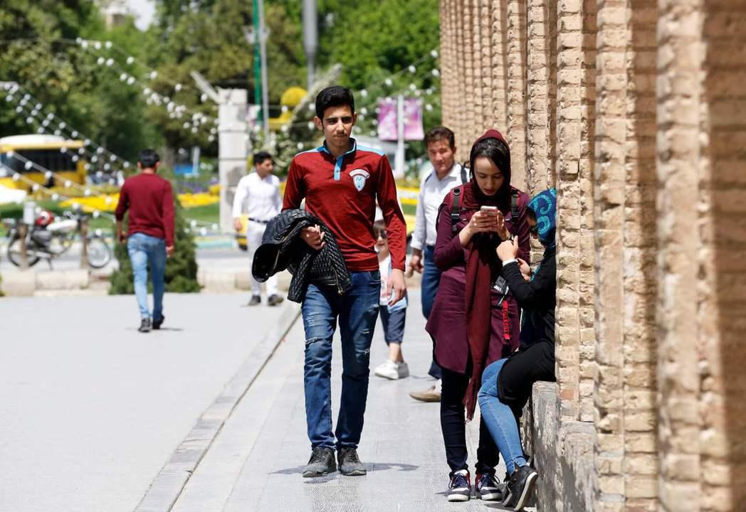 伊朗年輕人愛穿牛仔褲。 (法新社)
