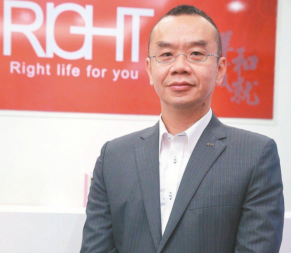 保經公會理事長朱水源表示,要讓市場知道經紀人的價值。  記者林伯東/攝影